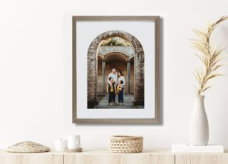 Arch designs have been making a huge comeback lately. My wonderful framing company have just launched these gorgeous arched frames. What do we think...? Give it a ❤️ to let me know if you would display this in your home!